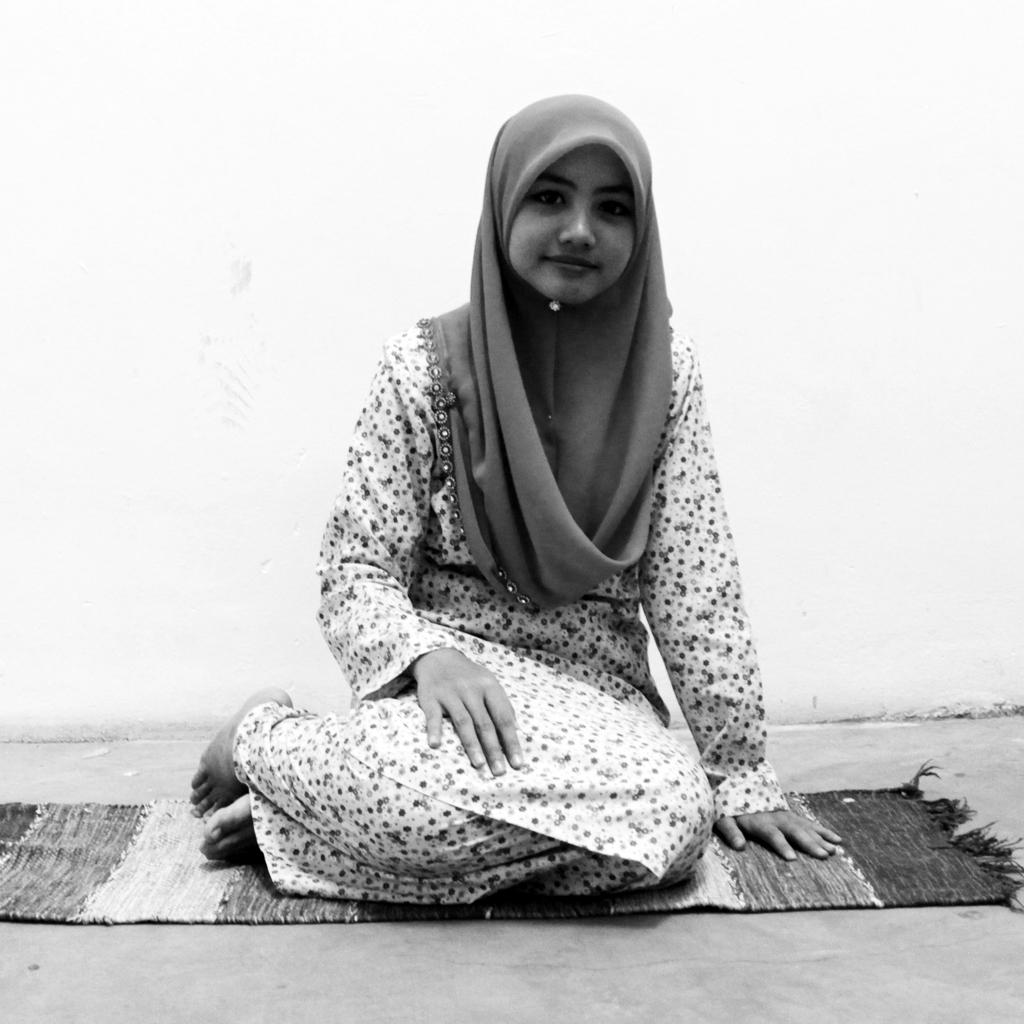 sitting etiquette malaysia woman