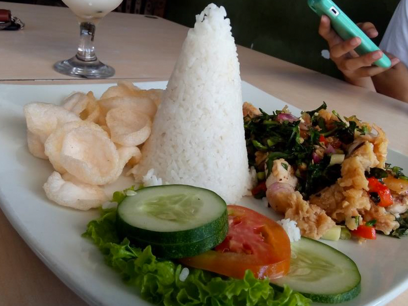 Javanese Dining Etiquette: The Do's and Don'ts
